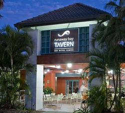 Runaway Bay Tavern - Yamba Accommodation